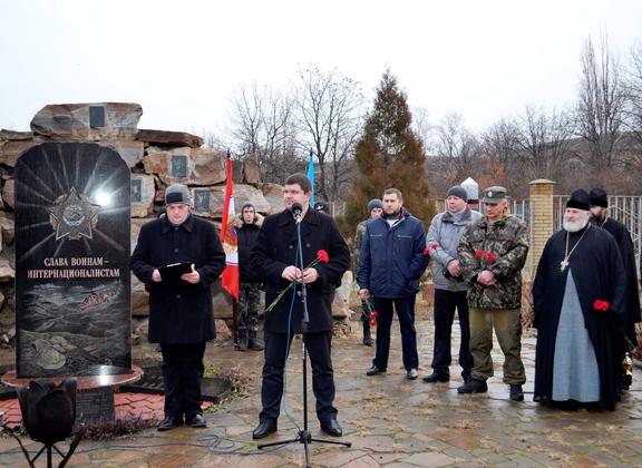 Лутугинцы почтили подвиг Неизвестного солдата (ФОТО)