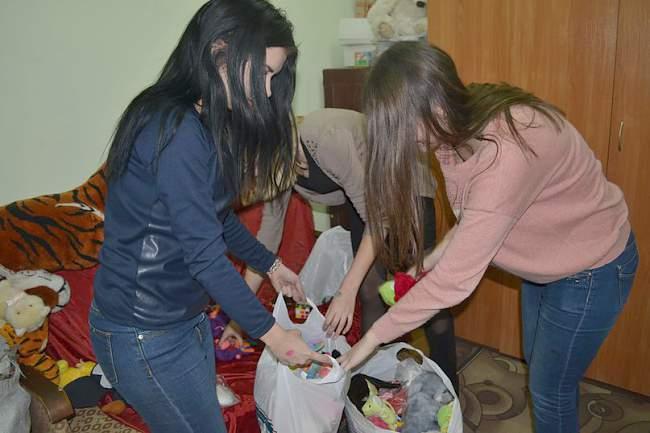 Подарки в День Святого Николая от Молодежного совета Федерации Профсоюзов ЛНР (фото)