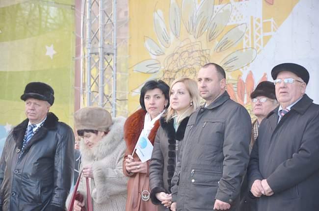В Ровеньках состоялось открытие Новогодней Елки