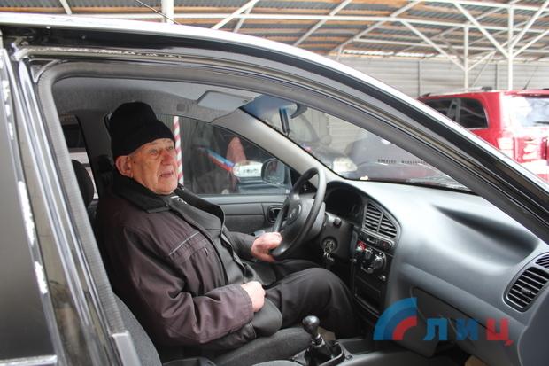 Генпрокуратура ЛНР передала ветерану новый автомобиль взамен угнанного ранее (ФОТО)