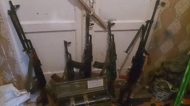 В ходе проведения следственных мероприятий выявлено большое количество оружия и боеприпасов