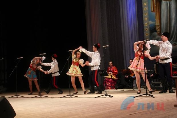 Казачий ансамбль «Атаман» в третий раз посетил столицу ЛНР с концертной программой