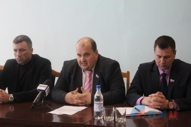 Руководитель Минпрома ЛНР представил трудовому коллективу СМЗ новое руководство (ФОТО)
