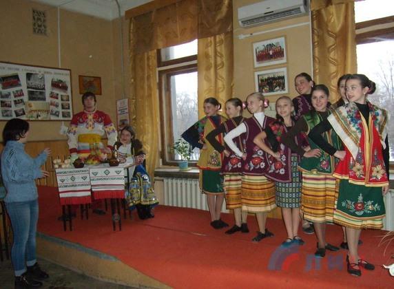 «Рождественские посиделки» состоялись в Луганском Республиканском Дворце культуры (ФОТО)