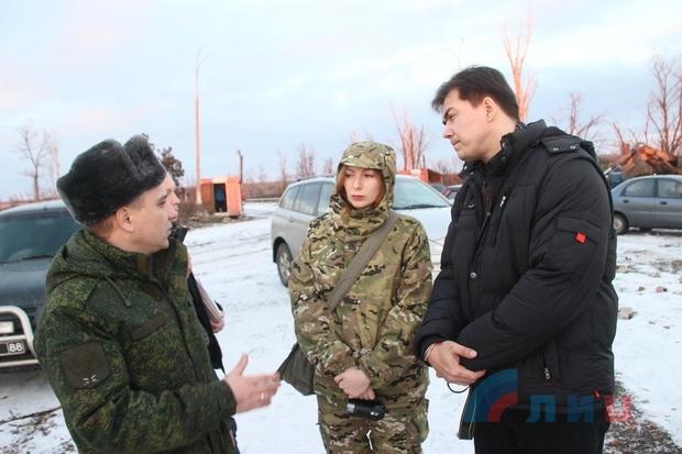 Иностранные журналисты посетили территорию Луганского аэропорта (ФОТО)