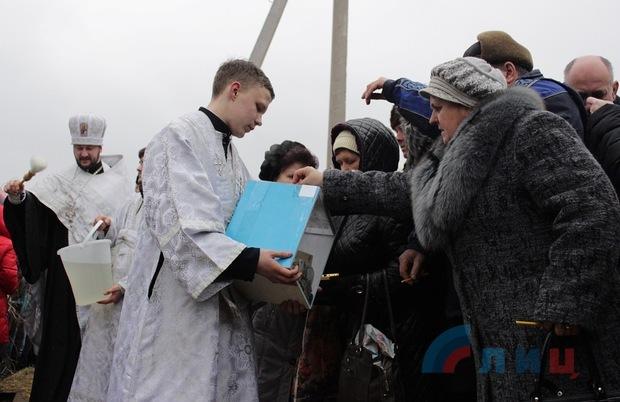 Крещенские купания в озере парка им. Горького, Луганск, 19 января 2016 года