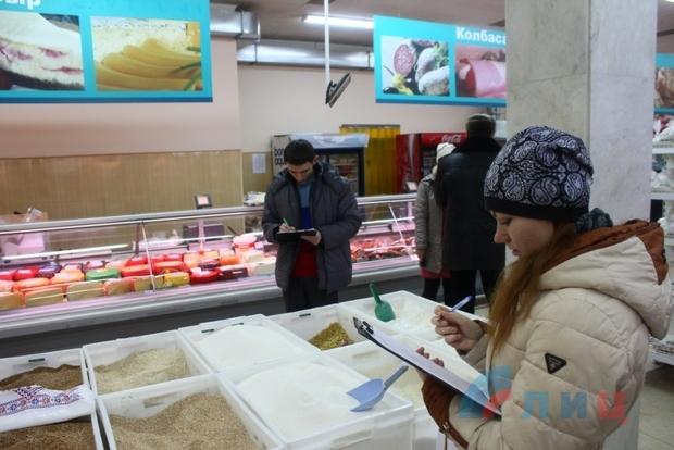Молодежные активисты выявили завышение фиксированных цен на социально значимые продукты (ФОТО)