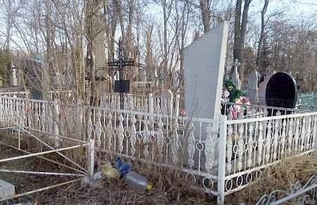 В Ровенской области мужчина воровал ограждения на кладбище