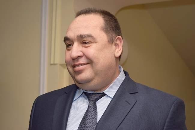 Глава ЛНР вручил первые свидетельства о рождении республиканского образца