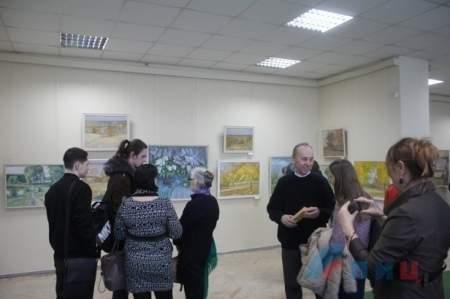 Луганский художник Сергей Неколов представил в Галерее искусств свою юбилейную выставку