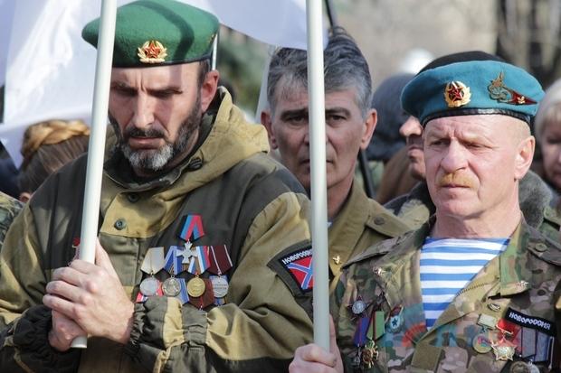 Митинг-реквием в память о воинах-афганцах собрал более тысячи жителей столицы ЛНР (ФОТО)