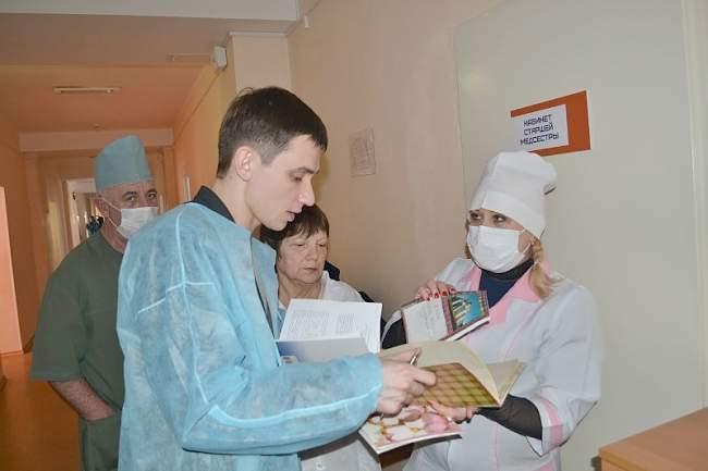 Представители Молодежного совета Федерации профсоюзов ЛНР провели проверку условий труда в третьей детской больнице