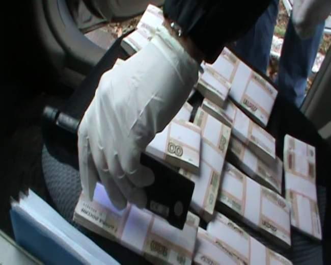 Сотрудники полиции задержали взяточника из Луганского аграрного университета (фото)