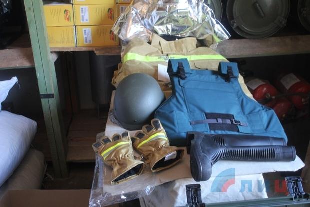 Российские спасатели доставили для МЧС ЛНР металлоискатели и пожарную спецодежду (ФОТО)
