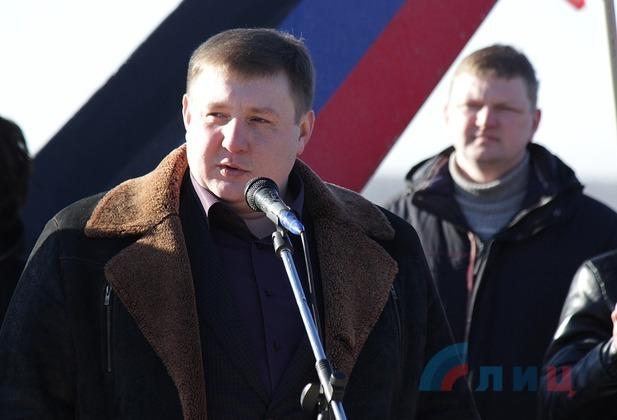 ЛНР подарила жителям Дебальцево стелу в честь годовщины освобождения города (ФОТО)