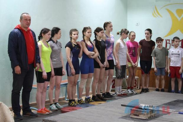 Чемпионат ЛНР по тяжелой атлетике среди юношей и девушек прошел в Луганске (ФОТО)