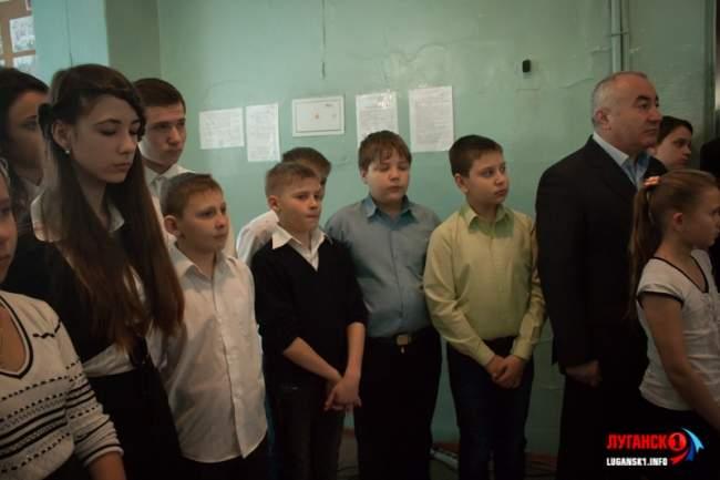 Мемориальную табличку в память о погибшем первокласснике открыли в школе №17 (ФОТОРЕПОРТАЖ)