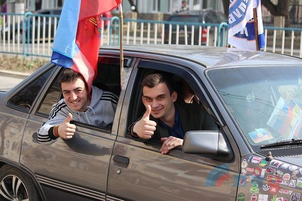 Молодежь Луганска автопробегом отметила вторую годовщину штурма здания СБУ (ФОТО)