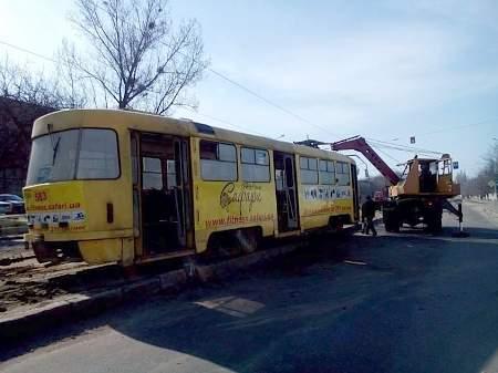Трамвай с пассажирами сошел с рельсов в Харькове