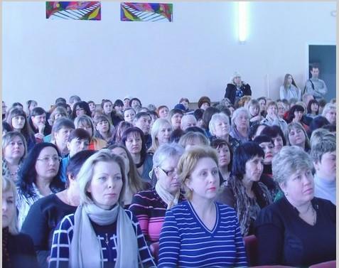 В Свердловске прошла  выставка-презентация педагогических разработок