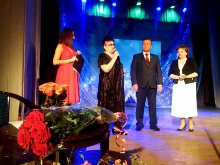 Мэр Луганска наградил медалью «За заслуги II степени» Веру Евдокимову