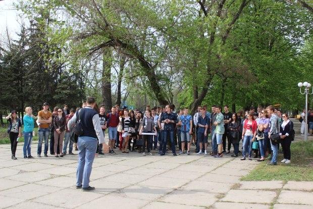Молодежь Луганска провела исторический квест по случаю Дня памятников (ФОТО)