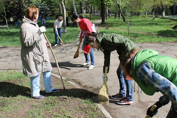 Жители Антрацитовского района в День Земли провели уборку населенных пунктов (ФОТО)