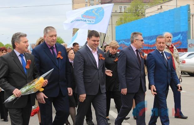 Жители пронесли по Луганску фотографии погибших земляков-ликвидаторов аварии на ЧАЭС (ФОТО)