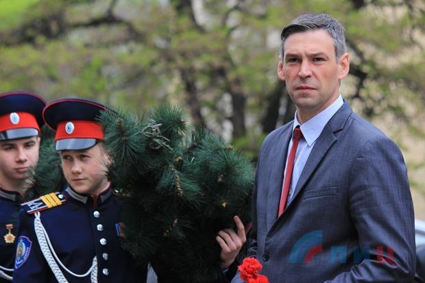 Руководители ЛНР и жители столицы почтили память ликвидаторов аварии на ЧАЭС (ФОТО)