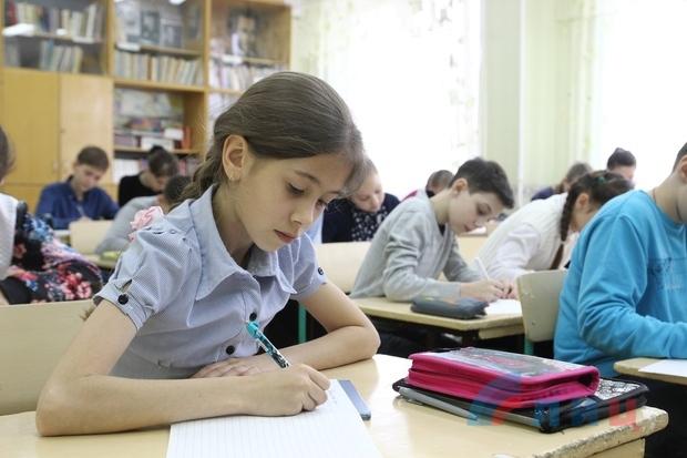 Единый республиканский диктант «Русский мир» прошел во всех школах ЛНР (ФОТО)
