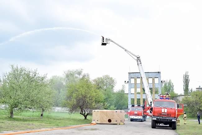 Глава ЛНР осмотрел поступившую из России пожарную технику