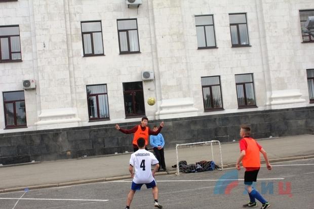 Турнир по дворовым видам спорта прошел в центре Луганска (ФОТО)