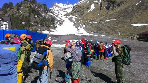 Группа альпинистов ЛНР прибыла на Кавказ и готовится покорить пик Краснодонцев (ФОТО)