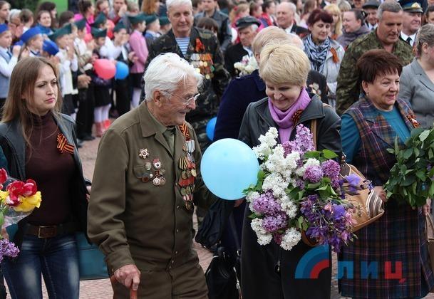 Торжественная церемония поднятия Знамени Победы прошла в столице ЛНР (ФОТО)