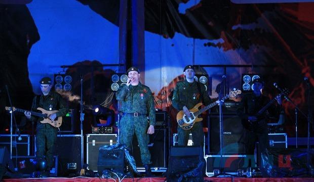 Луганск завершил празднование Дня Победы концертом в честь ветеранов и фейерверком (ФОТО)