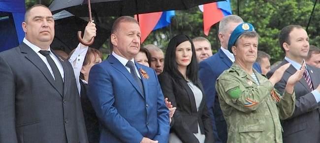 Они отстояли Родину. Паятник в Луганске