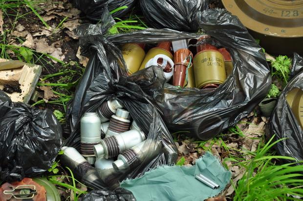 Сотрудники МВД ЛНР изъяли из тайника украинской ДРГ более 10 тыс. ед. боеприпасов (ФОТО)