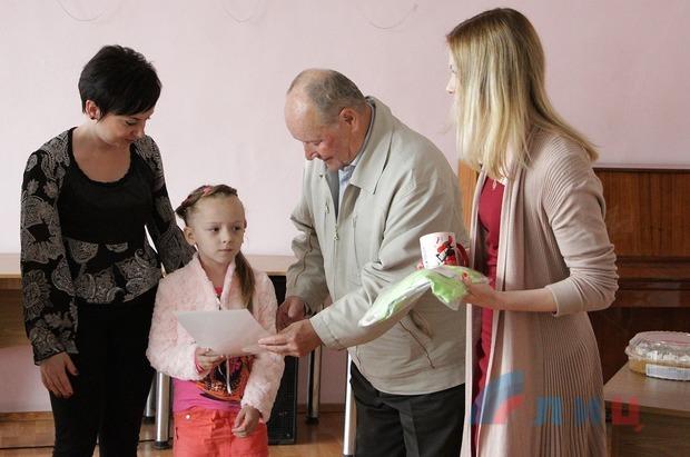 Юные художники из Стаханова и Луганска стали победителями акции «Плакат Победы» (ФОТО)