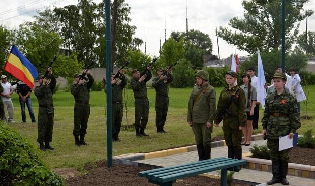 Жители поселка Белое открыли стелу в память о погибших при защите ЛНР ополченцах (ФОТО)