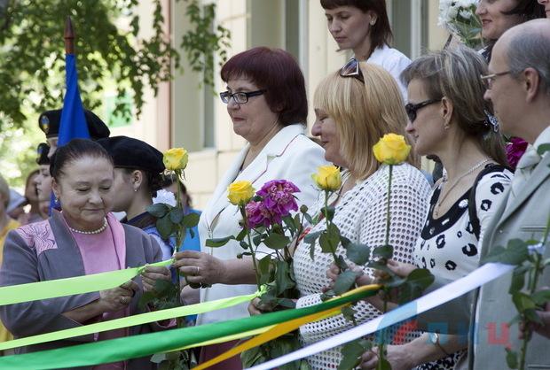 Министр образования Валентина Ткаченко в столичной школе №1 отметила 50-летие выпуска (ФОТО)