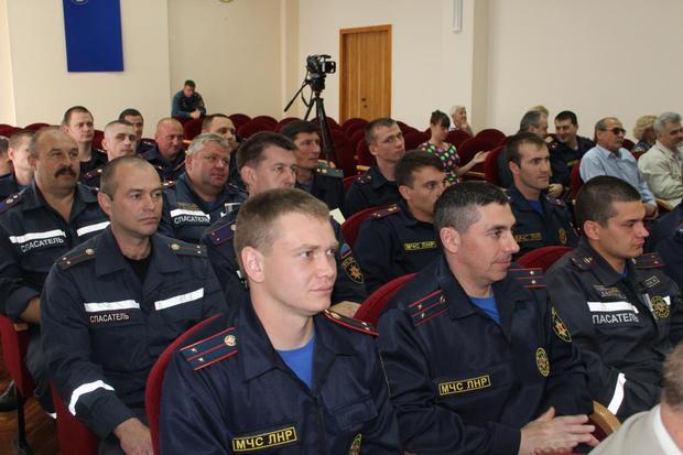 Учебный центр МЧС отметил 50-летие первым в ЛНР выпуском начальников караулов (ФОТО)