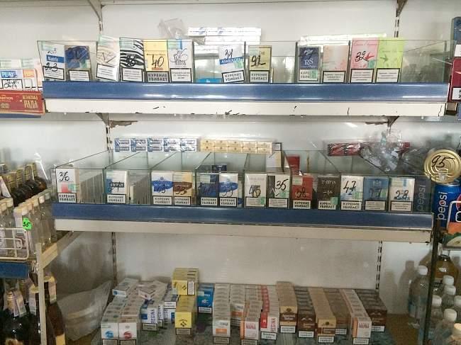 Прокуратурой Свердловска изъято более 800 пачек сигарет и 80 литров спиртного из незаконного оборота