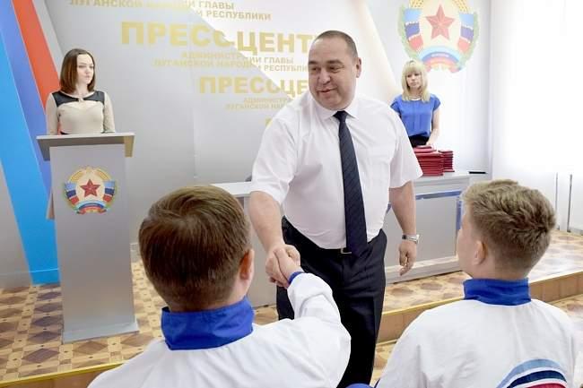 Игорь Плотницкий наградил первых олимпийцев республики