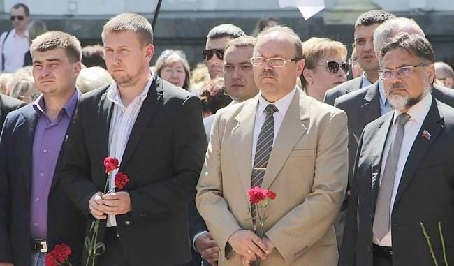 Митинг-реквием по мирным жителям, погибшим в результате авиаудара ВСУ по центру Луганска 2 июня 2014 года