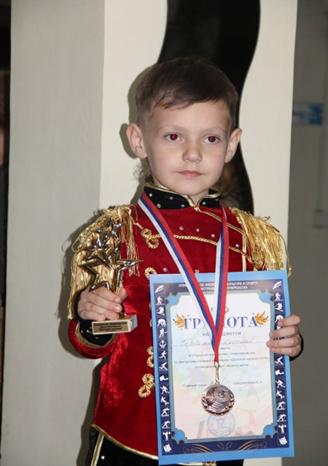 Юные фигуристы Луганска привезли три медали с турнира в Новочеркасске