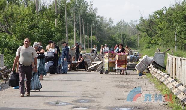 Украинские власти закрыли КПП в Станице Луганской для проведения пропагандистских съемок (ФОТО)