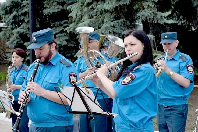 Представитель Администрации Главы ЛНР поздравил социальных работников республики