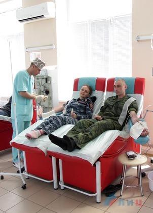 Сотрудники МВД ЛНР приняли участие в акции по сдаче донорской крови (ФОТО)