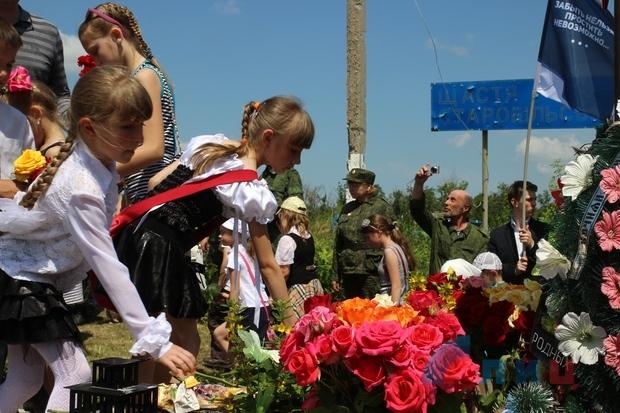 Жители ЛНР почтили память российских журналистов, погибших два года назад под Металлистом (ФОТО)