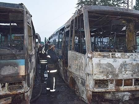 Семь автобусов горели на стоянке в Николаеве